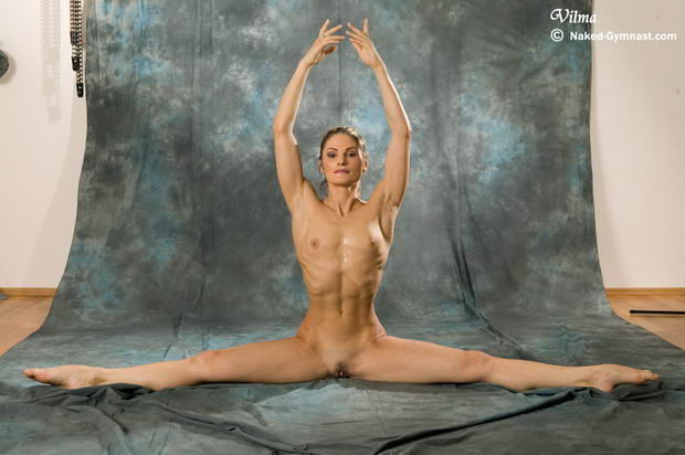Nude girls in ballet