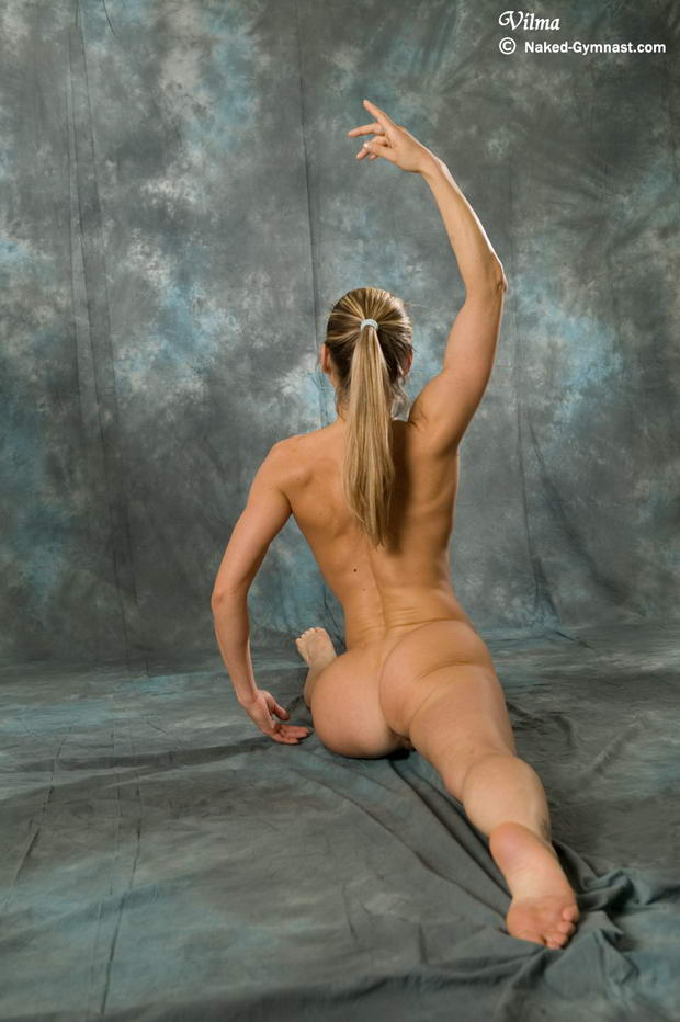 women dancing nude