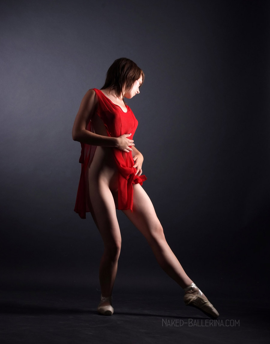 Nude ballet dancer