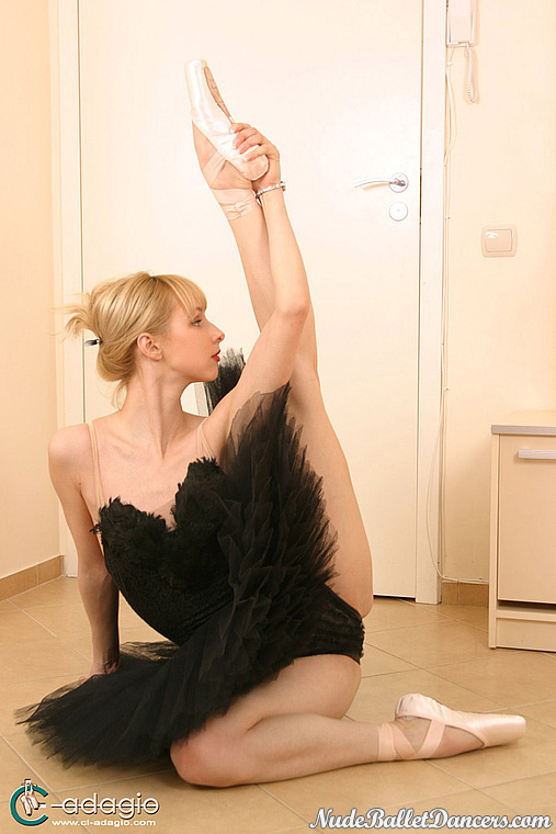 nude-ballet-hairy